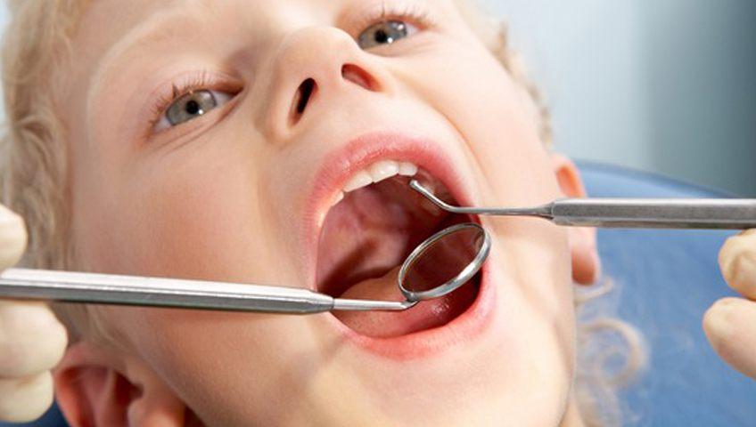 איך תגרמו לילד שלכם לצחצח שיניים באופן קבוע?